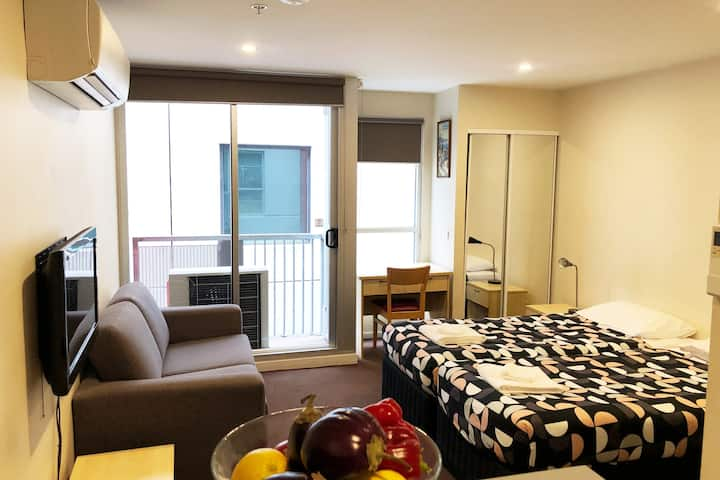 Very Spacious Studio apt with balcony in the CBD