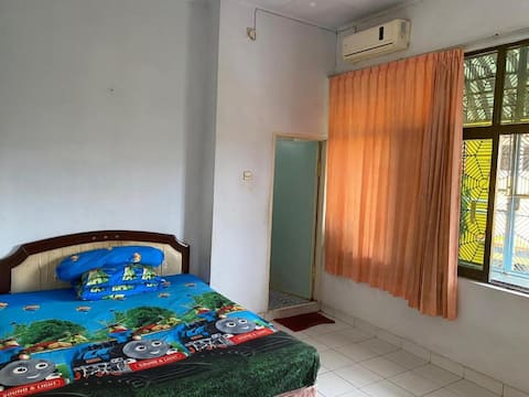 Cozy & Cheap Room near Losari Beach