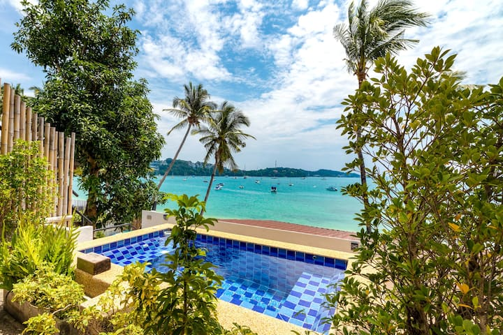 Beachfront 5BR apartment w/ Private Pool & Jacuzzi