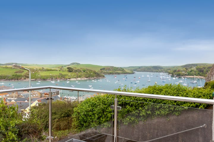 Luxury apartment in Salcombe w/ spectacular views