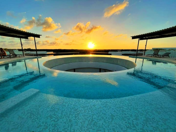 Panoramic 1-BR Condo | Garden, 360º Roof Pool, Gym