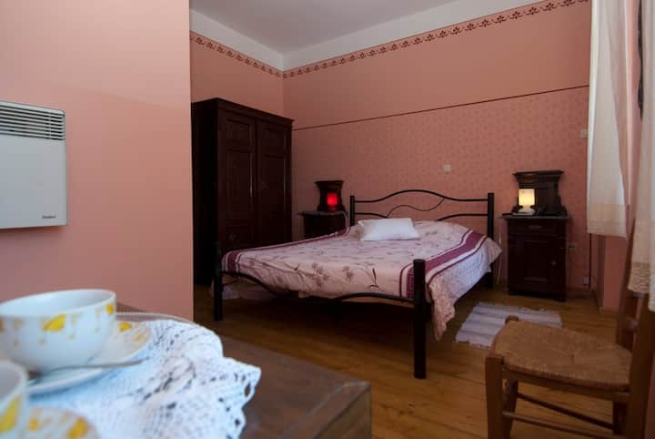 Hotel in griffon vultures area with sea view room3
