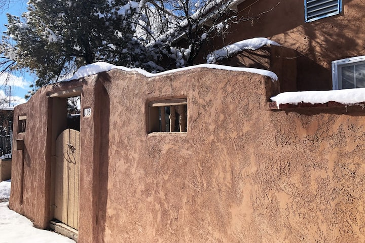 Southwest casita 4 minutes from downtown Santa Fe!