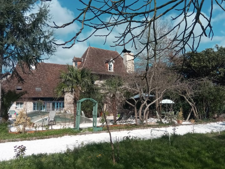 3 chambres -6 pers- cuisine et Piscine et jardin