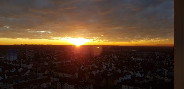 Skyline-Aussicht und fantastische Sonnenuntergänge