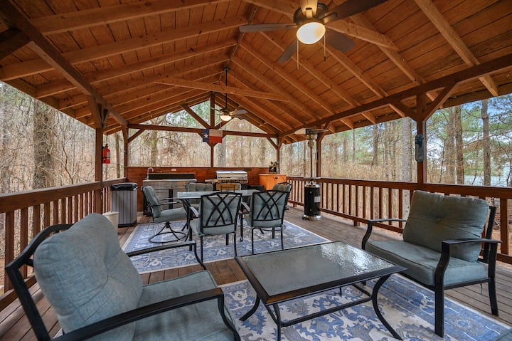 Bearly Behav-Inn on 2 Acres with Outdoor Kitchen