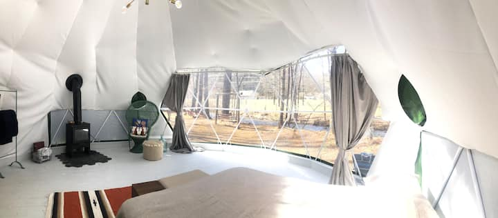 Tiny Dome Glamping Experience. Walk to Waterfalls!