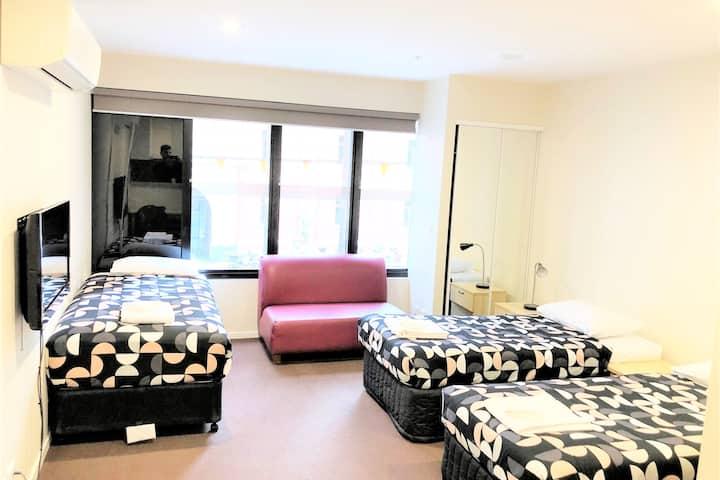 Unique 3 single beds Studio apartment in the city