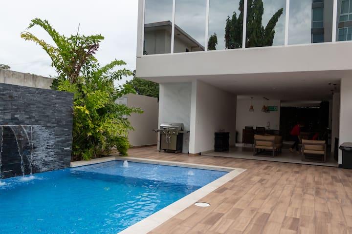 Amplio y lujoso condominio con hermosa vista