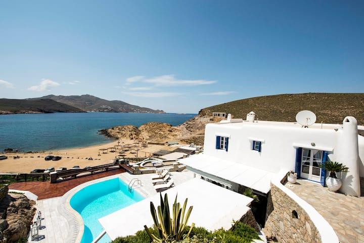 Mykonian villa on the board of the sea