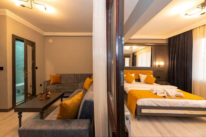 Lux and Cosy Suite 1+1 Taksim Center with Balcony