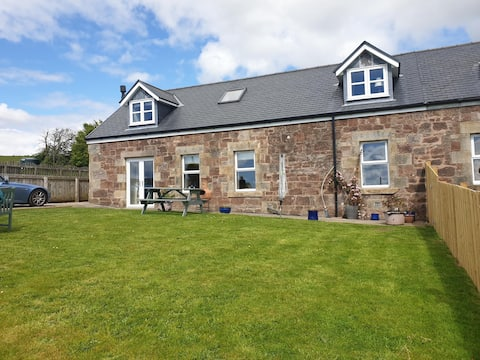 2 bedroom recently renovated barn with sea views
