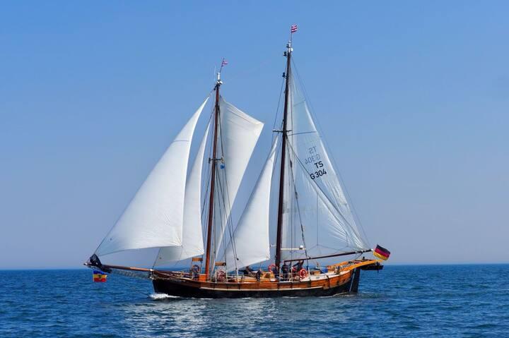 Traditionssegelschiff im Herzen von Wismar