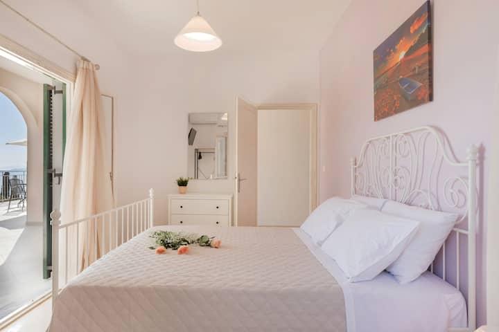 Luna Apartments Corfu - George