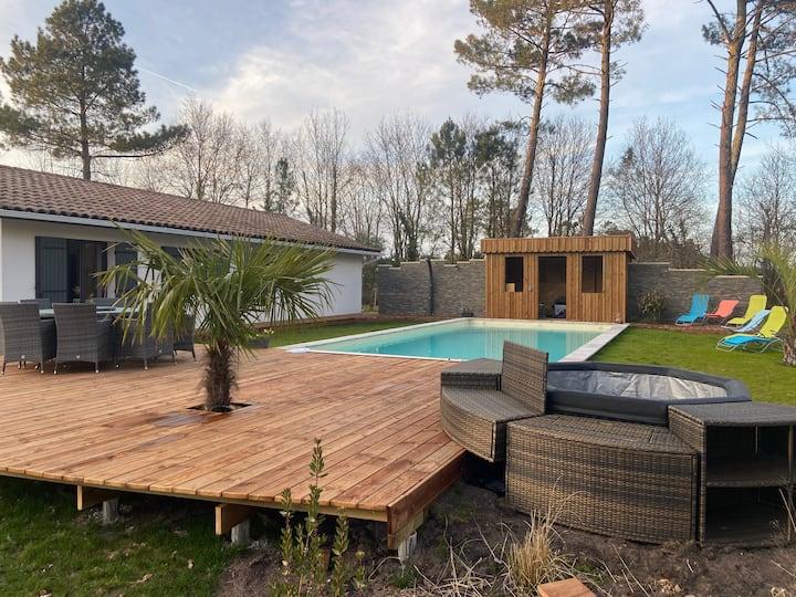 Villa VIANNEY avec piscine au sel chauffée