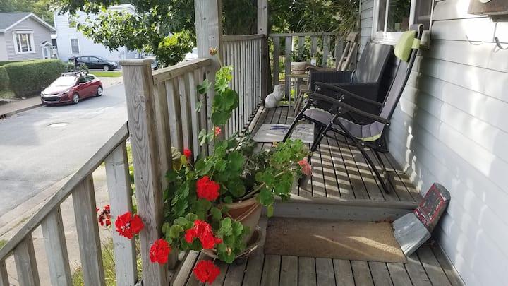The Harbourview Suite-Lrg 1 br w/parking, patio