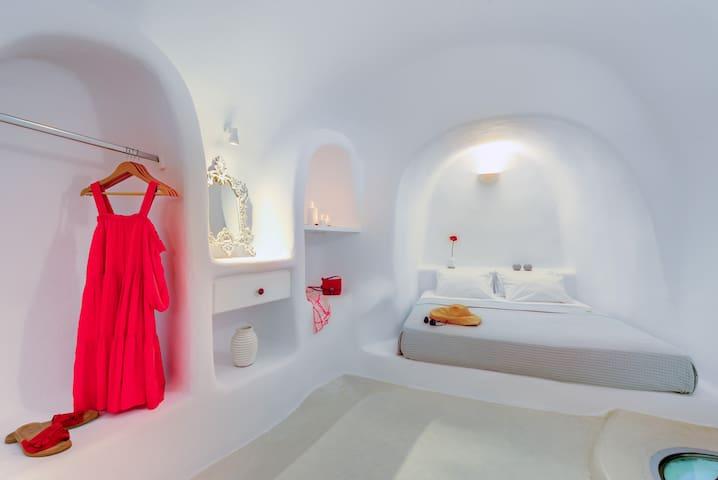 Bedroom, open closet