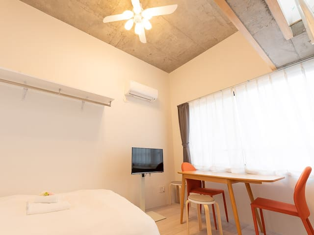 A simple room of 32㎡ (including 10㎡ of balcony) has a special private terrace! You can relax in your room and open on the terrace. 32㎡(テラス10㎡含む)のシンプルなお部屋には特別なプライベートテラス付!お部屋ではゆっくりと、テラスでは開放的にお過ごしいただけます。