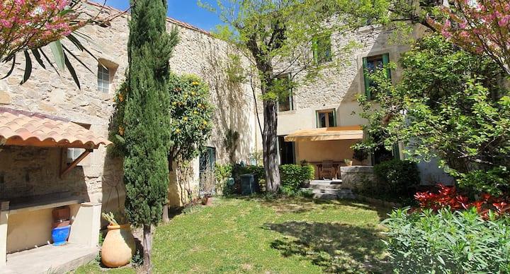 Maison familiale 280m2 climatisée avec jardin