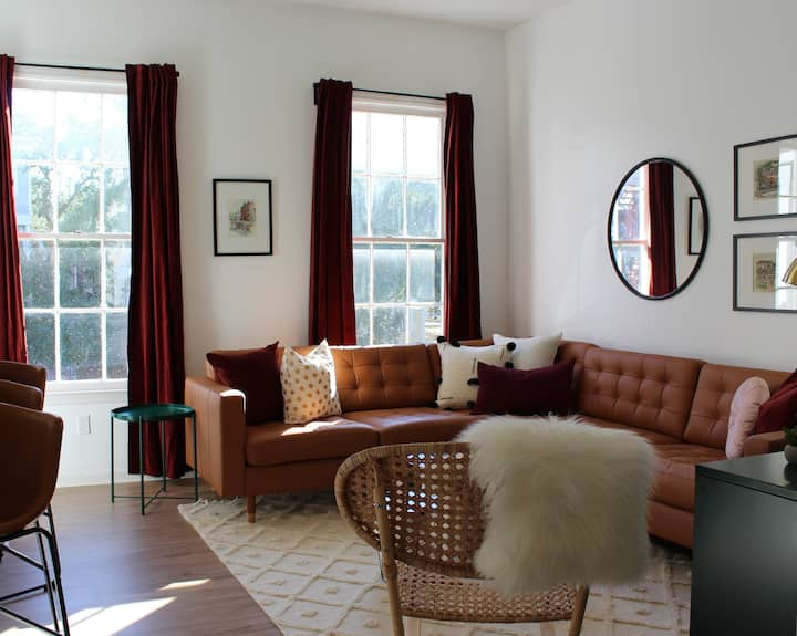 Comfy and Cool Flat Just Steps from Forsyth Park!