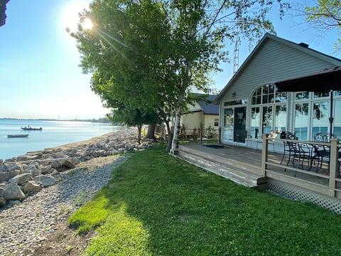 WATERFRONT cottage at the heart of lake Erie