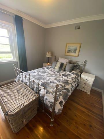 2nd Bed room Queen bed