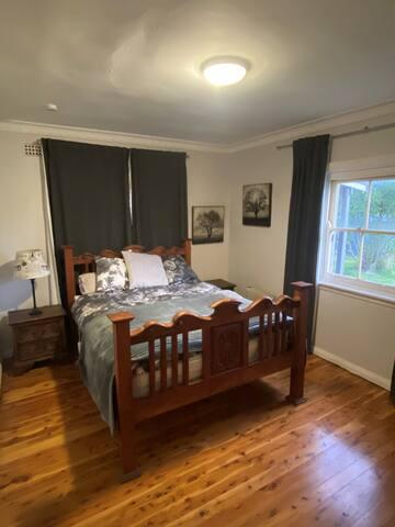Main bed queen bed