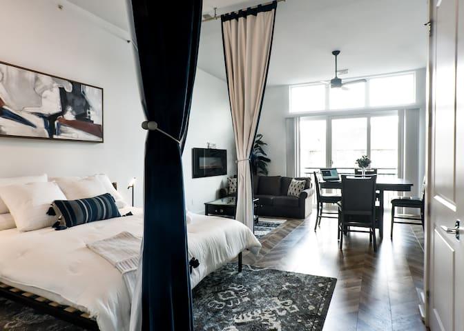Spacious studio with all luxury amenities you desire!