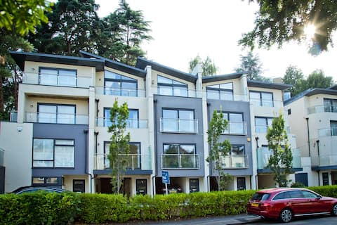 Stunning 3 Bed Townhouse: Westbourne with parking