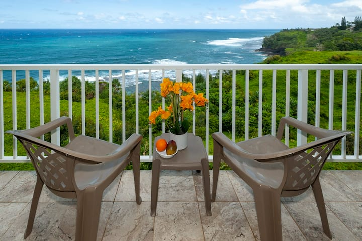 Oceanfront views and top floor - watch for whales!