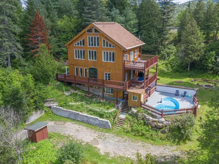 Unique log cabin chalet with outdoor pool & hottub