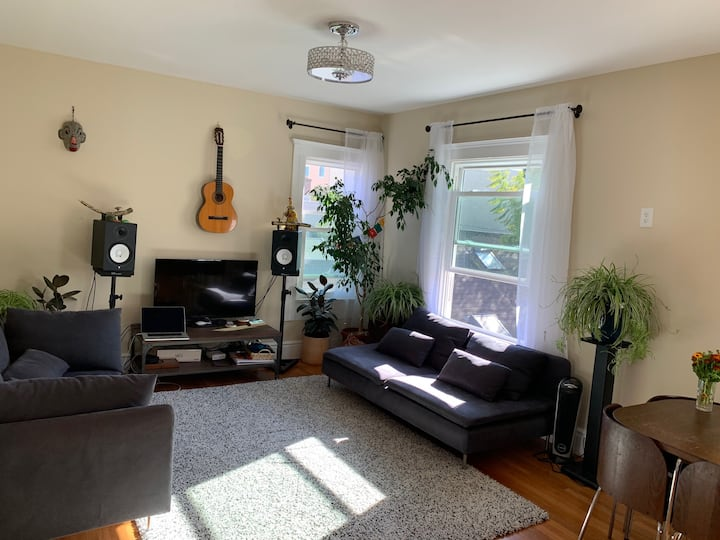 Sunny Large Top Floor 2 bed in heart of Mission