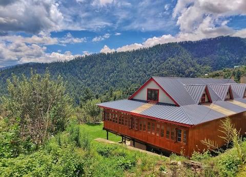 Nirvana Homes:19th Century Wooden house, farm stay