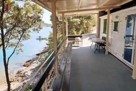 Cottage en una badia tranquil·la amb vistes