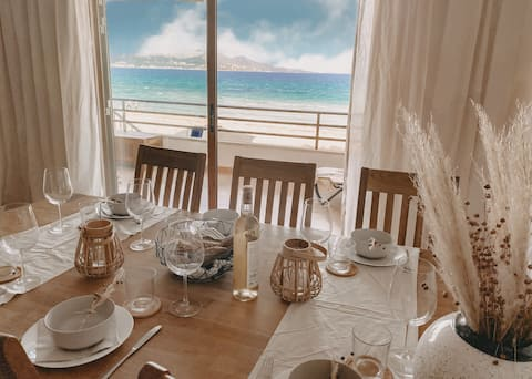 ☆FANTASTIC LOCATION, DIRECT BEACH ACCESS, 6 GUESTS☆