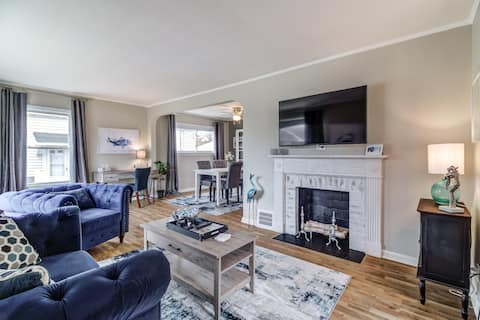Walk to LakeErie ✲ Bright Spacious & Stylish 2 BR