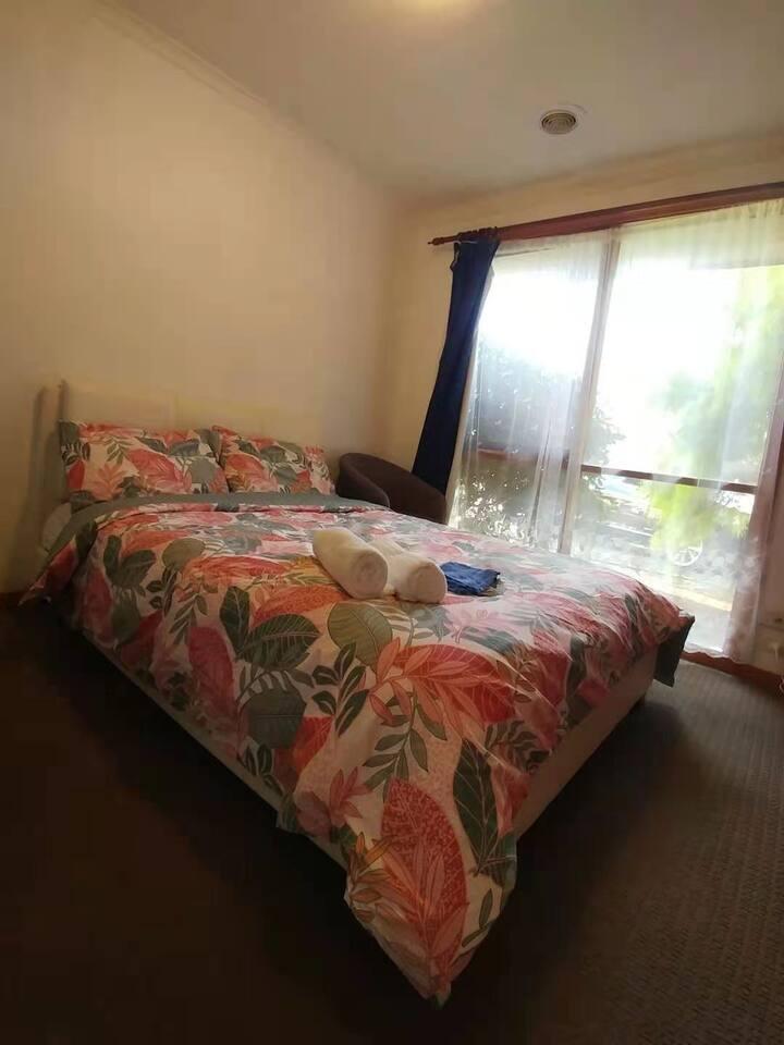 Private room in Werribee( room B)