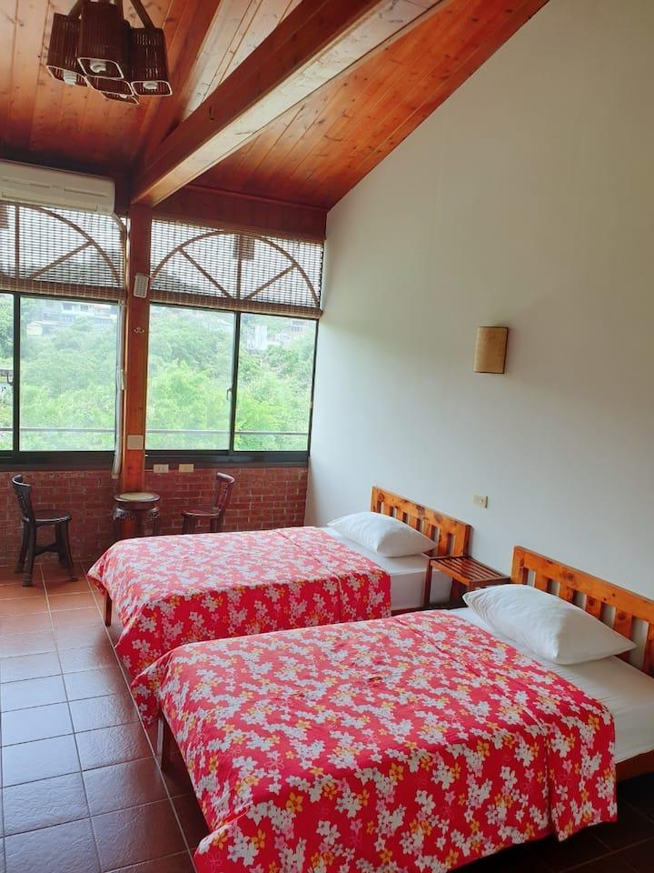Twin Bed Room(shared bathroom)- Beipu old street