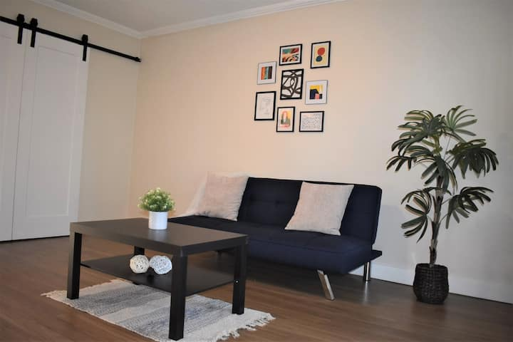 1BD|1BR Minutes Away from Airport w/Grill