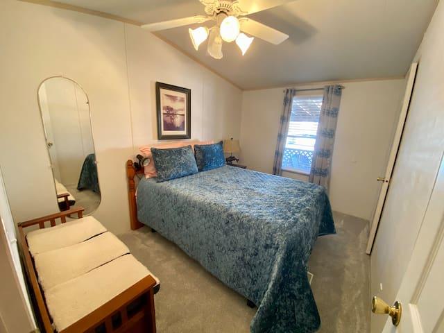 Bedroom 1 -Queen