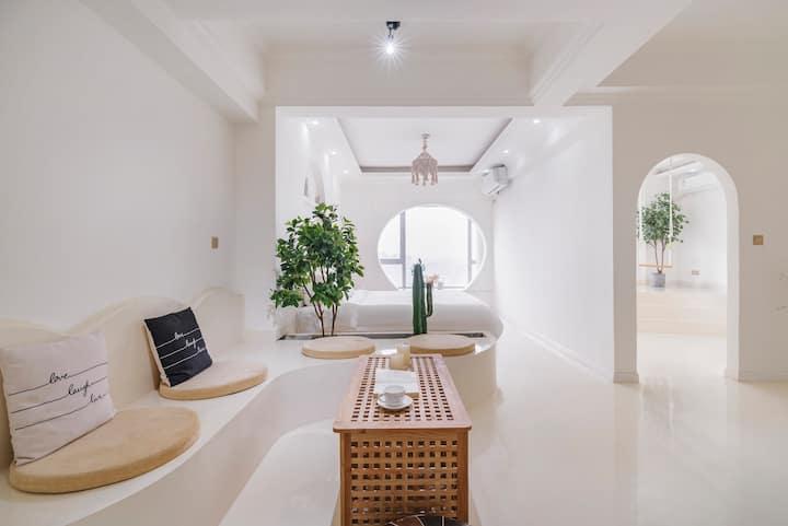 【尘世.White】解放碑1号/超高层江景/60㎡独立浴缸套房/可接送【在线秒回】