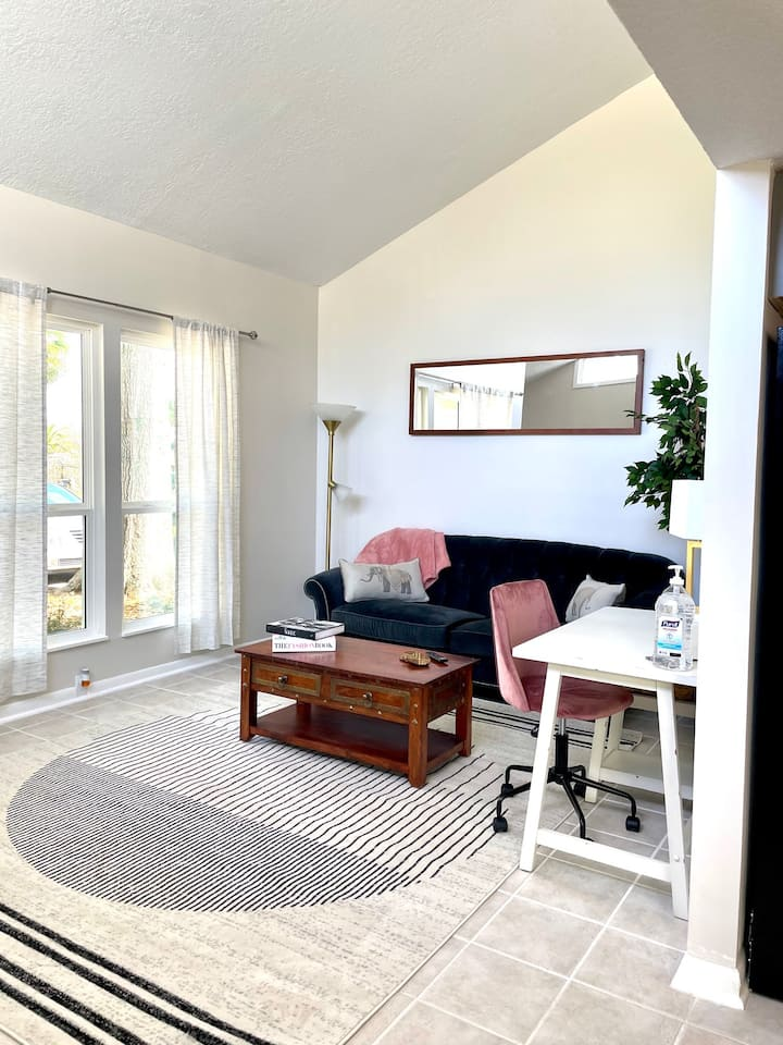 NEW! 3/2 Townhome minutes from Beach AND Bars