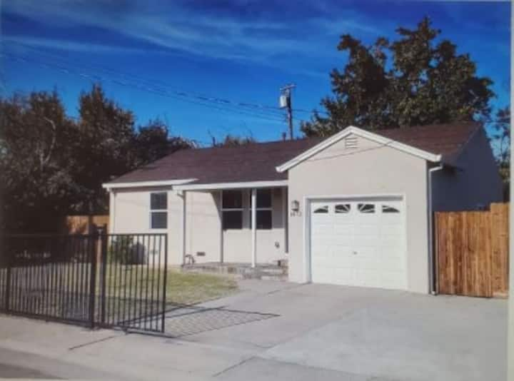 House near HWY80/CalExpo/ Airport/ D-town/Capitol