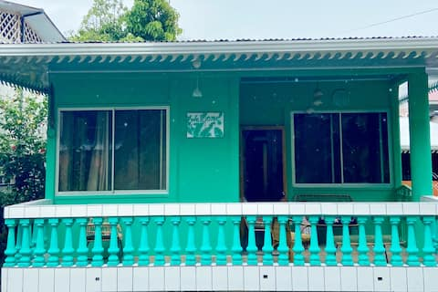 Beautiful House 2 blocks from beach with AC