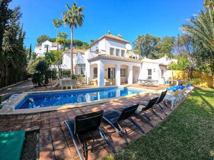 Private Four Bedroom Villa In Bel Air Estepona