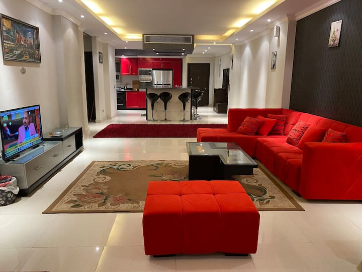 Modern & Clean Large Apt in Front Of Giza Pyramids