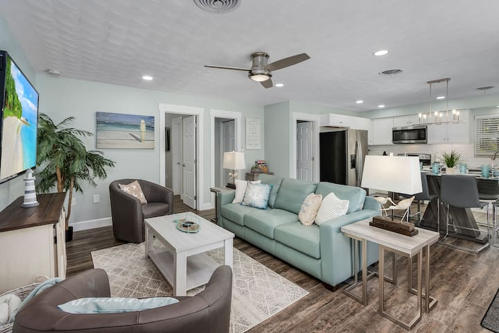 Comfortable and sociable, open concept living area, with plenty of seating, a queen size pull out sofa bed and smart TV with YouTube TV giving you access to all the popular cable channels and streaming apps.