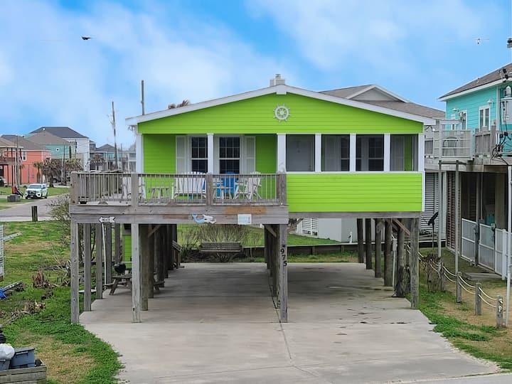 Beautiful Home w/WiFi, Gulf View - Near the Beach