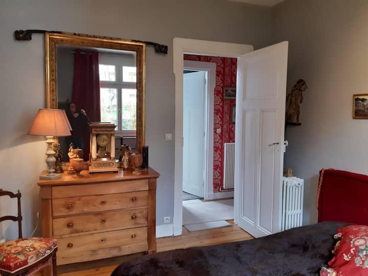 Très belle chambre avec une décoration soignée
