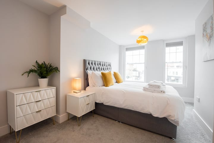2Bed Brentwood Essex Apartment by Space Apartments